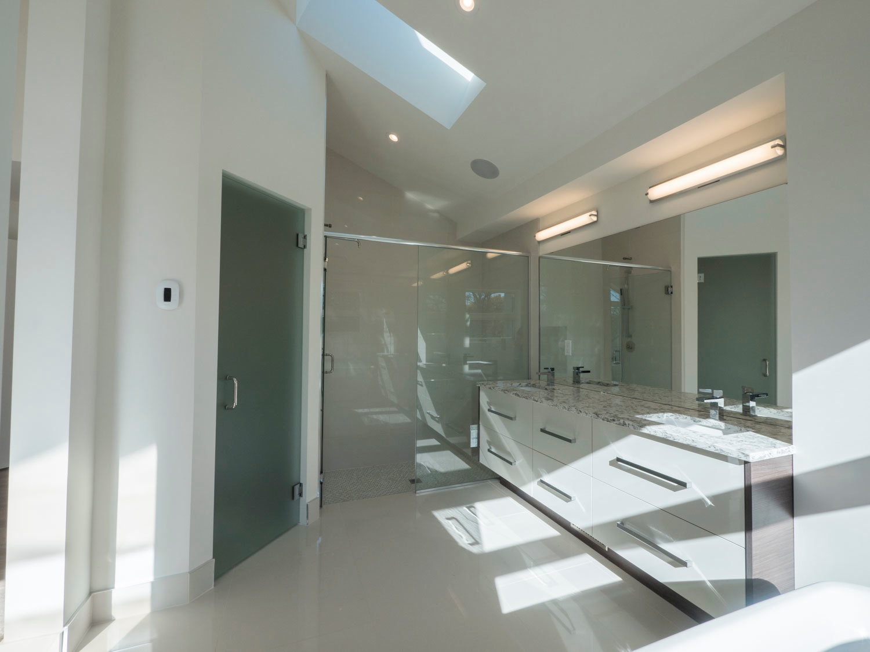 11 Strathcona 02 Master Bath